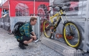 MBUK's Doddy getting a good look at Steve Peat's 2005 Fort William World Cup-winning Orange 223.